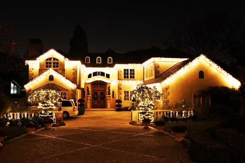 освещение дома на рождество